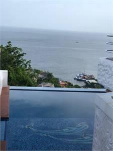 3 BEDROOM Executive Apartment, Glencoe, Ocean Views, Pool and Jacuzzi.